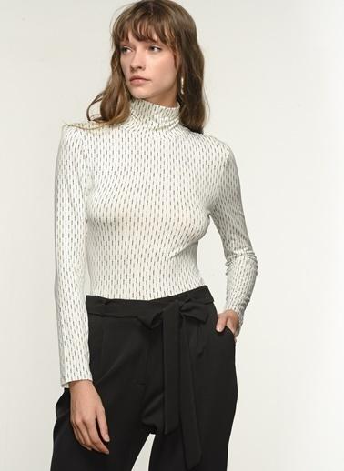 NGSTYLE Ngkaw21Bl0013 Desenli Örme Bluz Beyaz